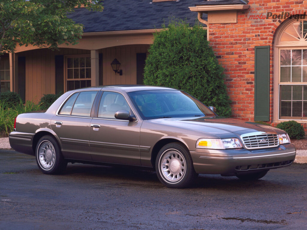 ford crown victoria 17 1024x768