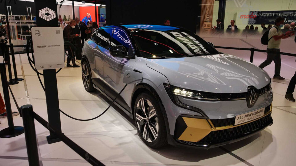 live photos of renault megane e tech from iaa 2021 1 1024x576