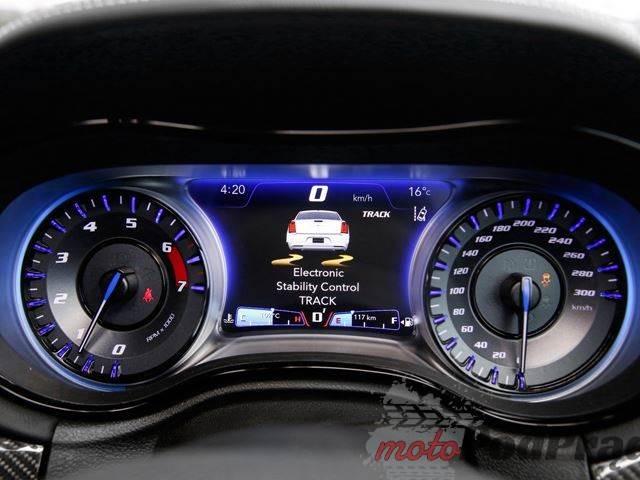 512854 Sportowego Chryslera 300 SRT nie kupisz w Stanach!