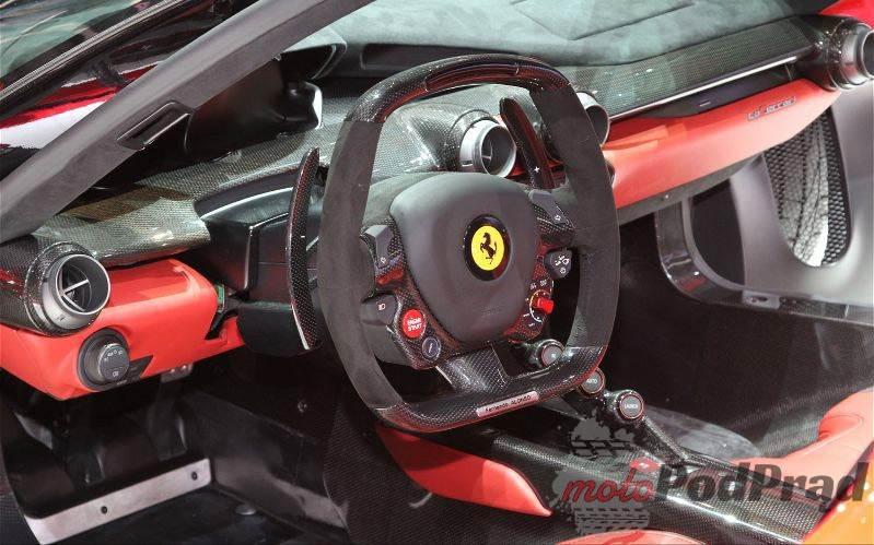 Ferrari-LaFerrari-wnetrze