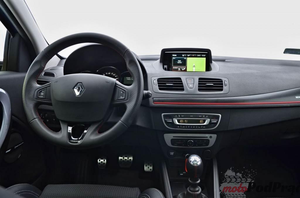 Megane srodek 1024x678 Test: Renault Megane Grandtour GT 220
