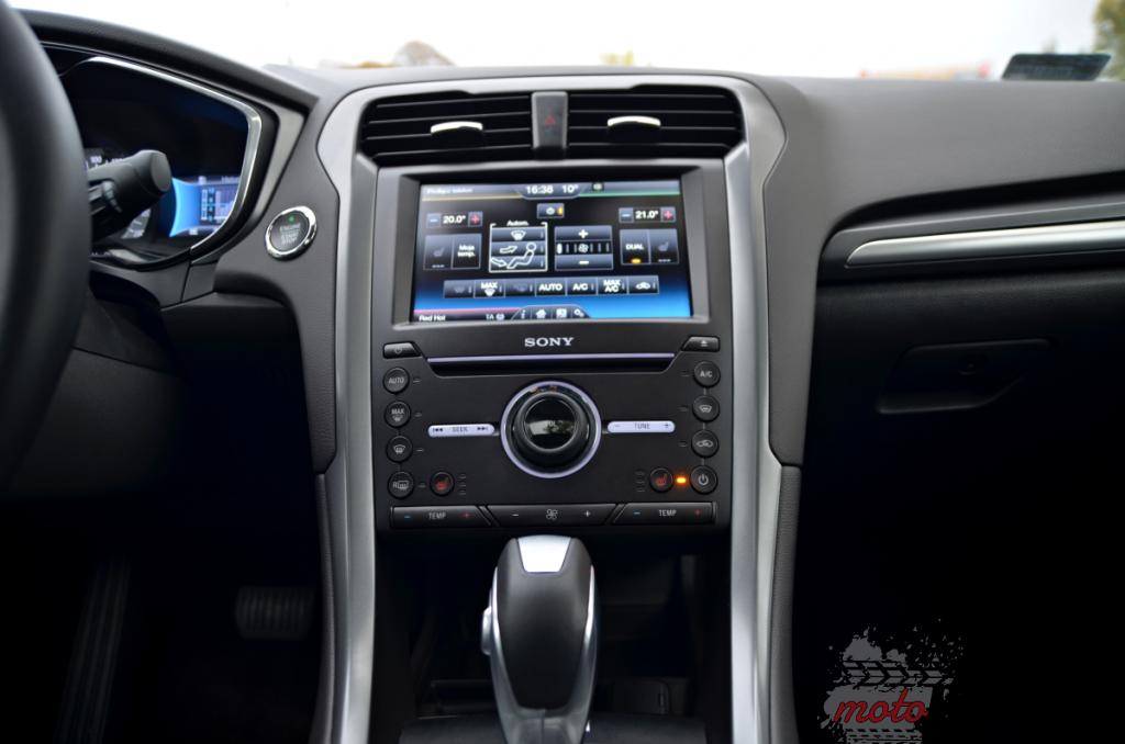 srodek 11 1024x678 Test: Ford Mondeo Hybrid